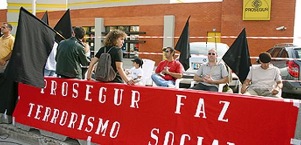 Uma delegação da DORP do PCP esteve ontem com trabalhadores da Prosegur, no Porto, demonstrando solidariedade e um sentimento de força e esperança para a luta que estes estão a […]
